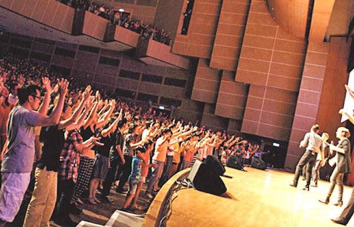 讚美之泉20年服事 唱出華人敬拜之聲 – 基督教論壇報